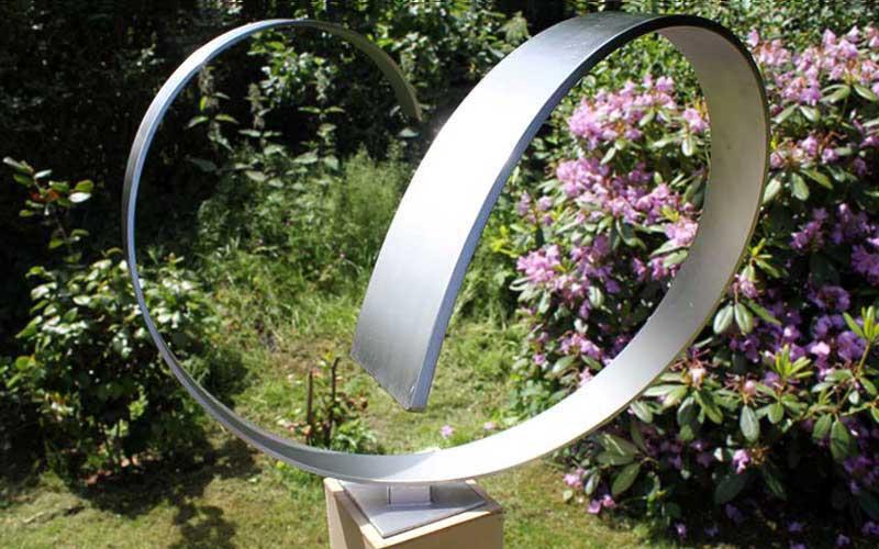 Rvs tuinbeelden moderne abstracte tuinbeelden van rvs for Beeld tuin modern
